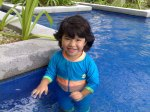 batrisyia di swimming pool